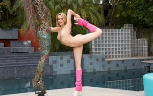 Pliable blonde chick Mia Malkova strips down to pink leg warmer and high heels